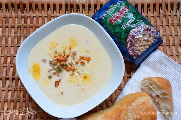 Сервировать суп жареным нутом, цветной капустой и тимьяном. Приятного аппетита!