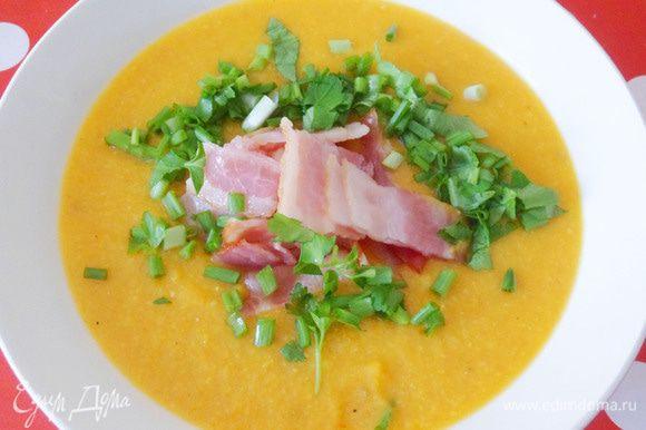 Тарелочка супа-пюре с зеленью и беконом для моего сына.