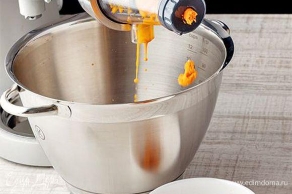 Выжмите сок из облепихи вручную или воспользуйтесь удобным прессом для ягод. Без лишних усилий в считанные минуты вы получите качественно выжатый сок.
