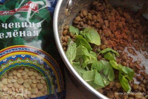 Добавить листики мяты (10 штук), сок лимона и растительное масло.