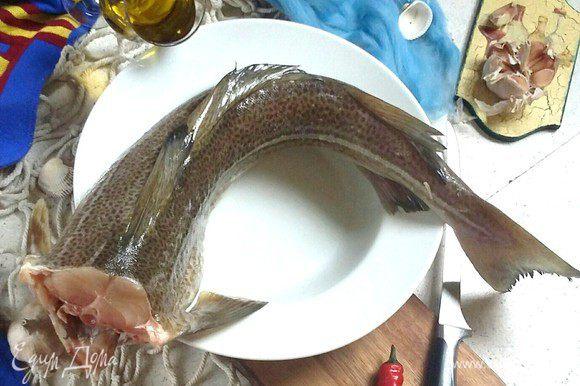 Подготовьте все продукты. Треска по рецепту из первоисточника bacalao, т.е. соленая и потом вымоченная. Для нашей геолокации используем свежее филе с кожей крупной трески.