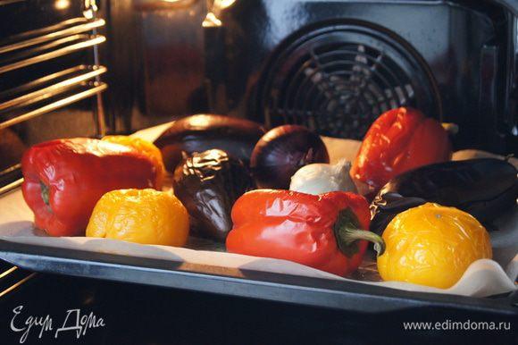 Выпекать в духовке 40 минут, пока овощи не станут мягкими.