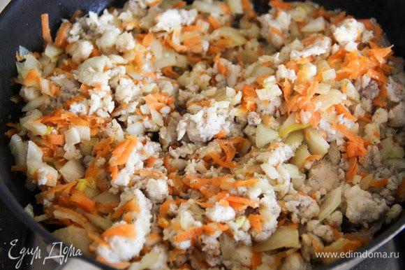 Смешать овощи и рыбу, по вкусу, если нужно, еще добавить соли и перца.