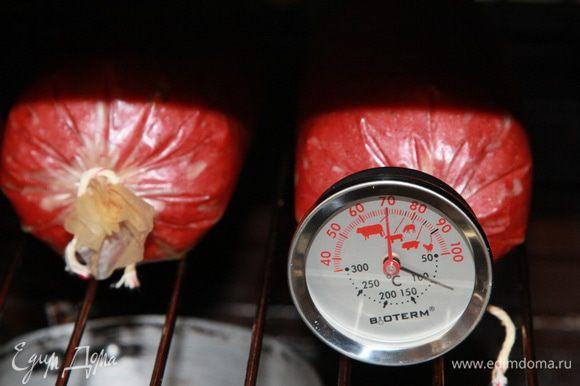 Когда температура внутри батончика колбасного достигла 70°С, выключаем духовку. Мне потребовался еще 1 час 20 минут.