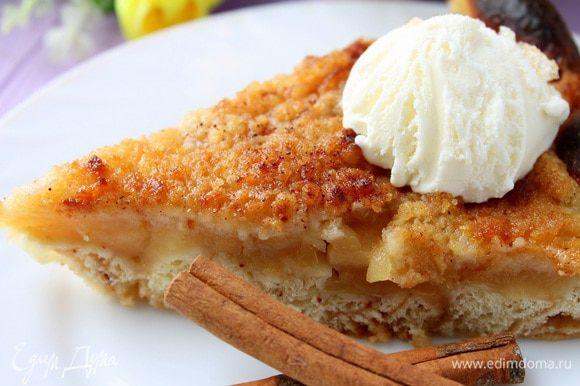 Подавать со взбитыми сливками или шариком мороженого. Приятного аппетита!