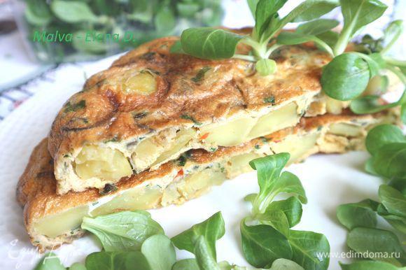 Переложить на подогретую тарелку, нарезать, подать порционно с зеленью. Здесь — салат корн. Приятного аппетита!