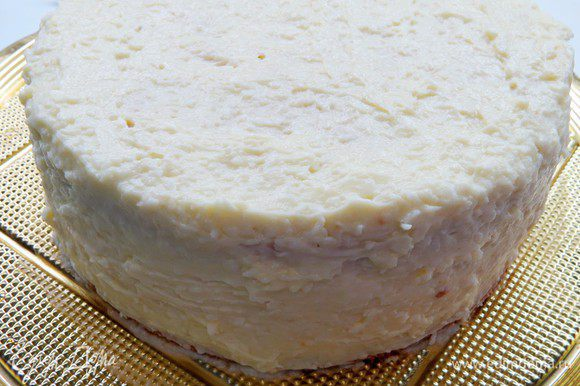 Убрать в холодильник на 8-12 часов. Перед подачей дать торту постоять на столе минут 40.