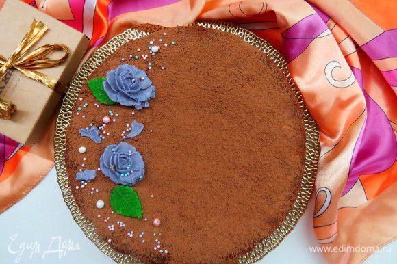 Готовому пирогу очень желательно дать постоять в холодильнике (идеально целую ночь), перед подачей можно посыпать пирог какао.