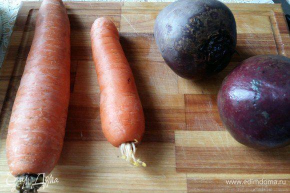 Морковь и свеклу отварить до готовности.