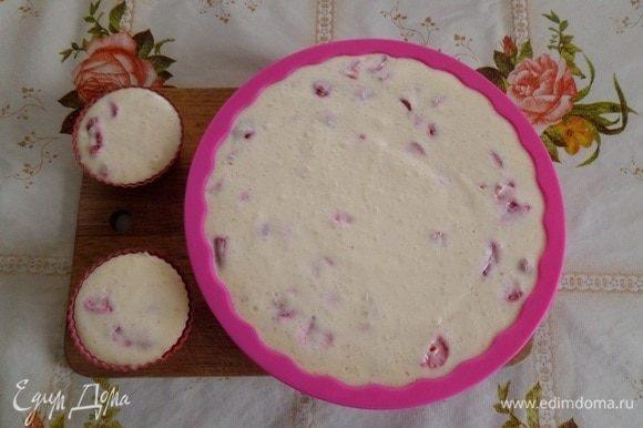 Через 4 часа вынимаем формы с десертом из холодильника.