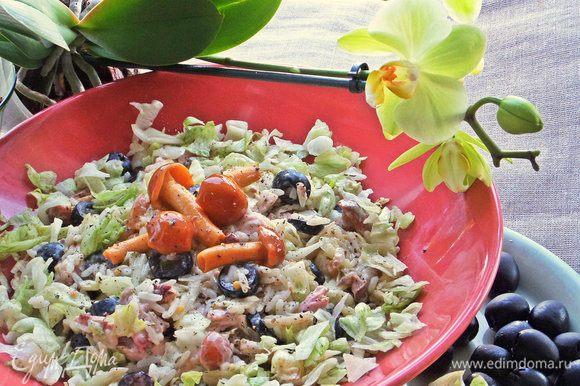 Такой салат хорошо перенесет дорогу на пикник, так как в нем нет огурцов и помидоров и зеленого лука.