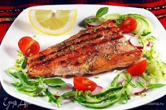 Вкуснейшая рыбка готова! Подаем с любым гарниром. Приятного аппетита!