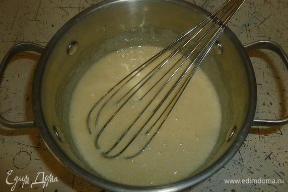 Отдельно взбить яйца с сахаром.