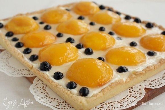 Можно украсить тарт любыми ягодами. Поставить в холодильник до полного остывания.