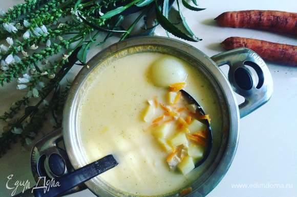 Достаем из супа лук. Соль и специи добавляем по вкусу.
