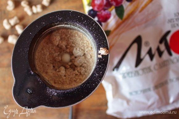 Хрустящие отруби «Лито» Пребиотик» смолоть в блендере или кофемолке.