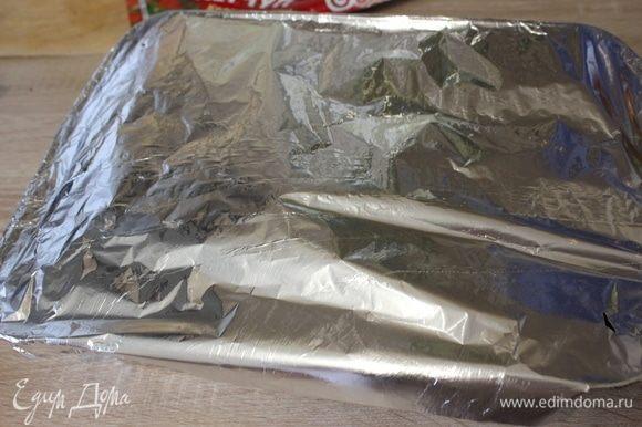 Накрыть фольгой и поставить в разогретую до 180°С духовку на 35 минут.