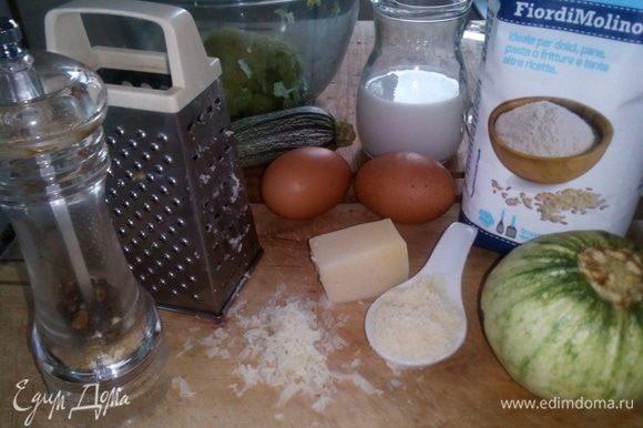 Собираем основные ингредиенты. К ним добавляем 1 маленький картофель, 1 зубчик чеснока, соль, цедру лимона, листья розмарина (на любителя).