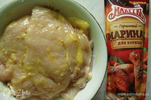 Обмазать каждый кусочек мяса горчичным маринадом ТМ «МахеевЪ» и убрать в холодильник на 1 час.
