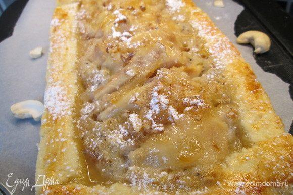 Посыпать пирог сахарной пудрой и приятного аппетита!