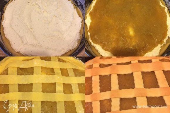 Оставшееся тесто раскатать и вырезать полоски. Сверху на тесто выложить творожную начинку, затем яблочную и украсить полосками из теста. Выпекать 35-40 минут.