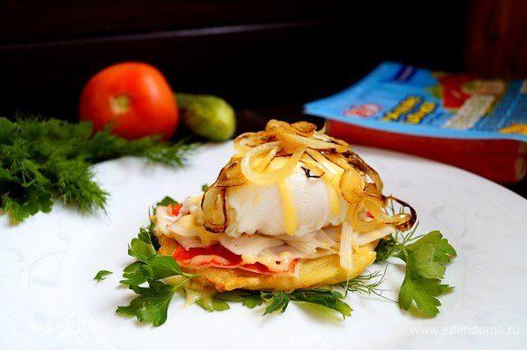 Сверху на яйцо-пашот поместить лук и сервировать по желанию. Приятного аппетита!!!