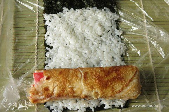 Аналогично поступаем с оставшимися 60 г риса без яйца. К белому рису можно добавить красители, например, сок свеклы.