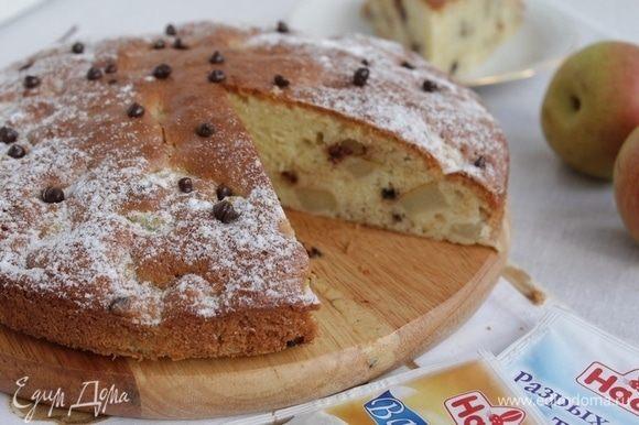 Дать пирогу остыть, аккуратно извлечь из формы.