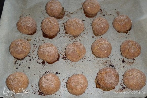 Выпекаем в разогретой духовке 10-12 минут при 250°С. Остужаем печенье.