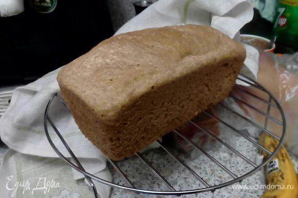 Оставить остыть в духовке ~15 мин. Выложить хлеб на подставку (для продувания низа хлеба), накрыть полотенцем. Дать остыть хлебу ~2-3 часа.