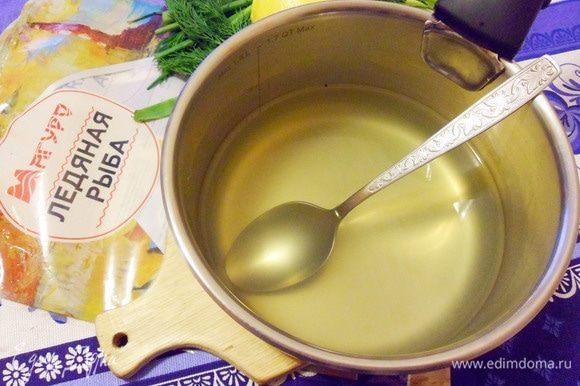 Желатин соединить с двумя стаканами рыбного бульона, прогреть, не доводя до кипения, до полного растворения при непрерывном помешивании. Затем желатиновую смесь охладить до комнатной температуры.