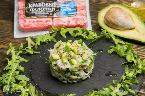 Приятного аппетита! Мой очень вкусный, изысканный и пикантный салат с крабовыми палочками, грушей и авокадо готов.