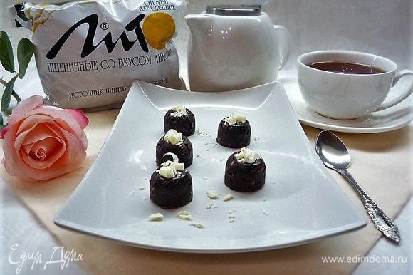 Подаем на стол к чаю или кофе, украсив белым шоколадом или кокосовой стружкой. Приятного чаепития!!!