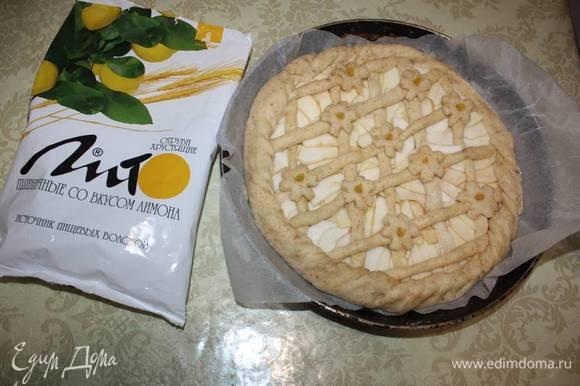 Тесто должно увеличиться в объеме. После этого пеките примерно 35–45 минут в духовке, нагретой до 200–220°С.