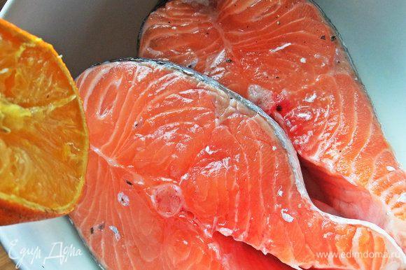 Для маринада полить лимонным или апельсиновым соком.
