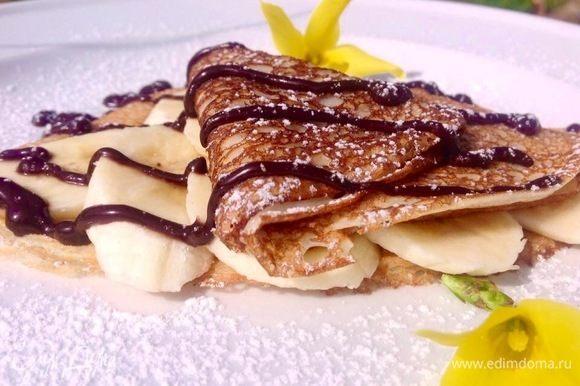 Ну а с чем их подавать, тут уж ваша фантазия. Приятного аппетита! Эти с бананом и горячим шоколадом, тоже очень вкусно.