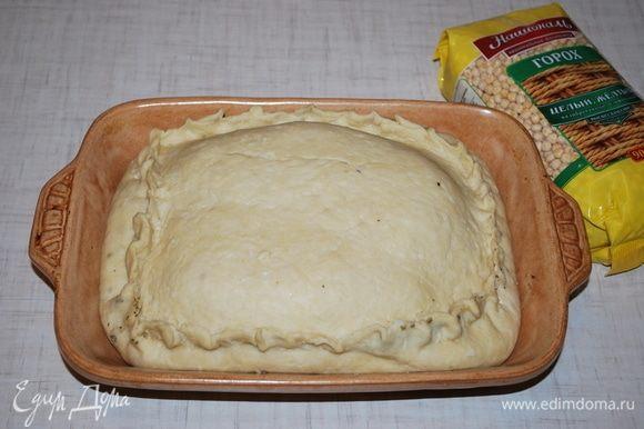 Хорошо защипываем сверху тесто, чтобы сок не вытекал. Ставим в духовку на 180°С на 30 минут. Через 30 минут накрываем тесто фольгой и убавляем духовку до 170°С и запекаем мясо еще в течении двух часов. Получается 2,5 часа мясо томится в духовке.