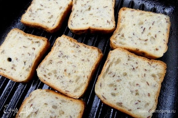 Для гренок я взяла хлеб с семечками.