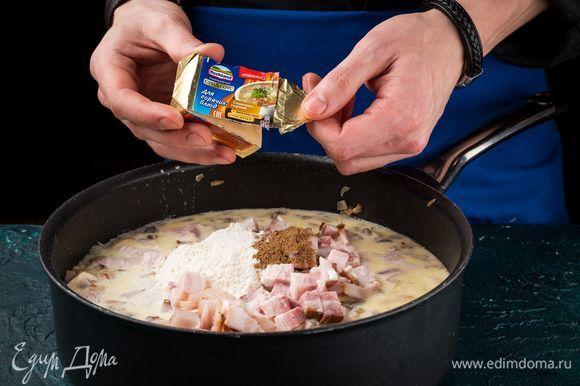 Положите плавленый сыр целиком. Дождитесь, пока он полностью растворится.