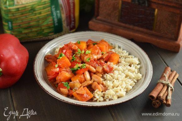 Подавать с вареным рисом и зеленью. Приятного аппетита!