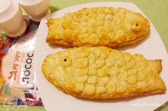 Сочная рыба под хрустящей слоеной корочкой. Можно приготовить это блюдо не только порционно, но и одной большой банкетной рыбой.