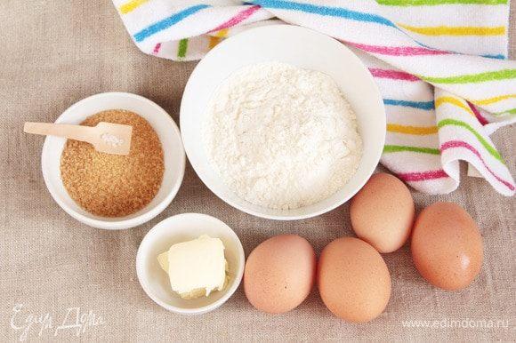 Подготовить ингредиенты, которые потребуются для приготовления бисквита. Сливочное масло (1 ст. л.) необходимо растопить удобным для вас способом.