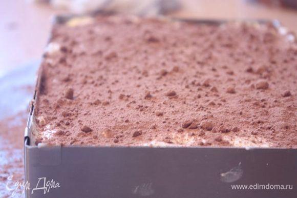 Самый последний слой присыпьте какао-порошком или оставшимся тертым шоколадом. У меня стандартно получается 2 слоя.