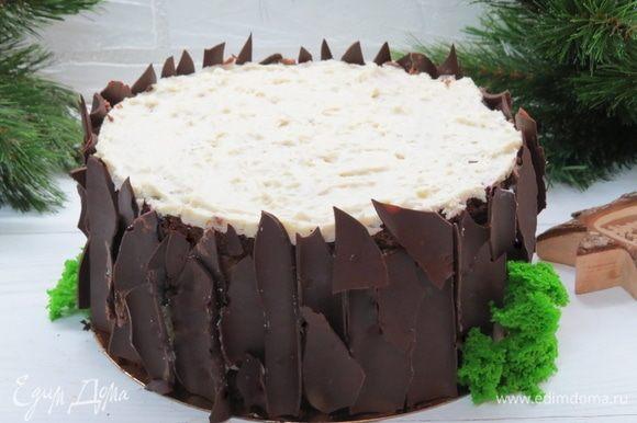 Шоколадную «кору» очень удобно было крепить на остатки шоколадного мусса.