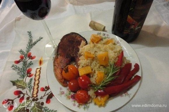 Стейки обжарить с двух сторон. Подавать с зимним рисом. Как видите, готовить просто, а результат восхитительный!