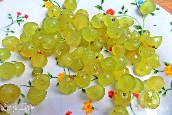 Виноград поделить пополам или целиком можно.