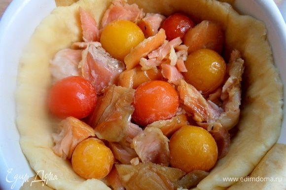 Между рыбой воткнуть помидорки.