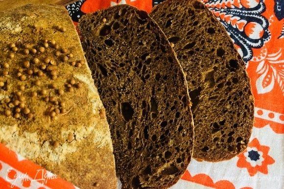 Достать готовый хлебушек и дать хорошо остыть 3–4 часа.