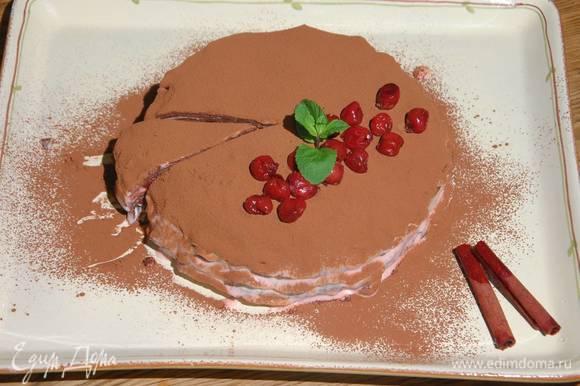 Готовый торт посыпать какао, украсить оставшейся вишней и веточкой мяты.