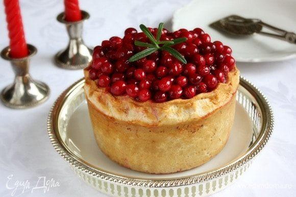 Убрать пирог в холодильник на ночь. Хранить его можно в течении 3-х дней. Приятного аппетита!